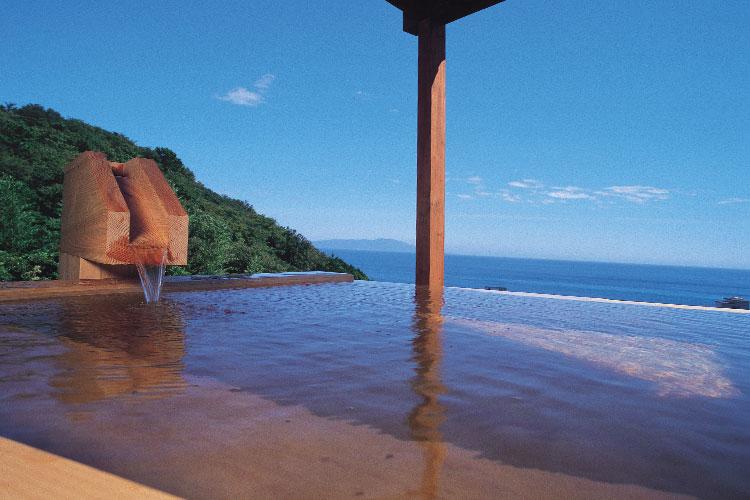 海がみえる露天風呂付客室檜の湯舟コーナービュー
