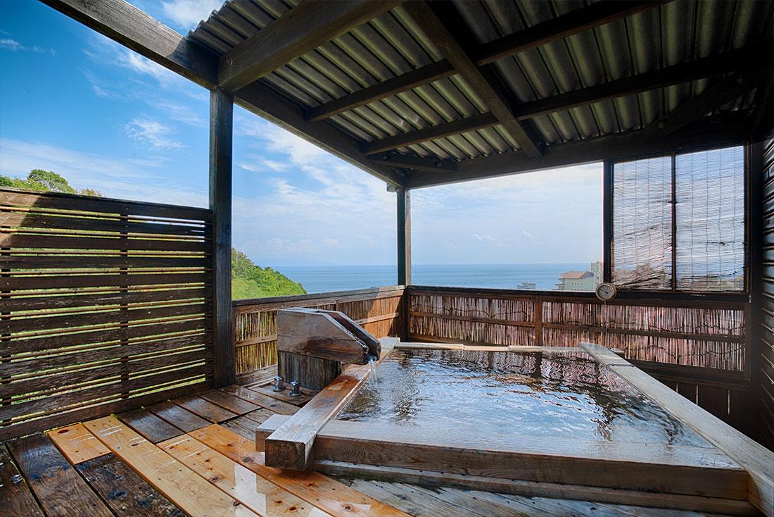 海がみえる露天風呂付客室 「檜の湯舟コーナービュー」