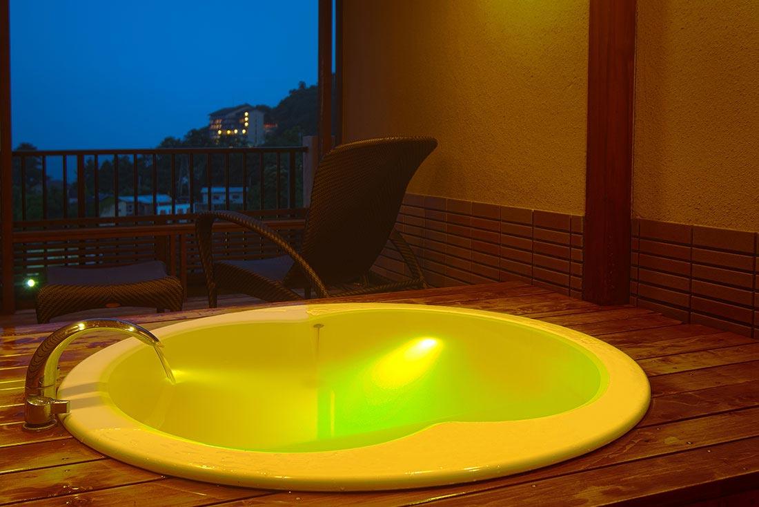 海がみえる露天風呂付客室アクアライトバス